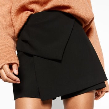 BERMUDA SHORTS WITH KNOT DETAILS