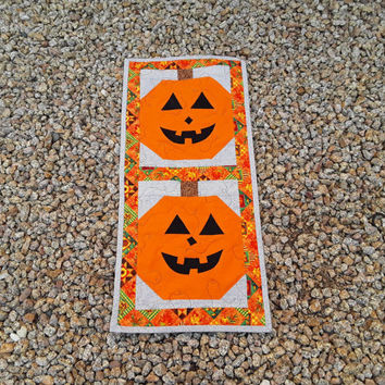 Halloween Decor, Autumn Decor, Table Runner, Fall Table Quilt, Fall Decoration, Halloween Party, Leaves and Acorns, Quilts, Quiltsy Handmade