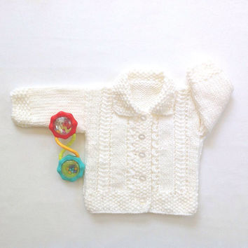 White baby cardigan - 0 to 6 months - Infant knitwear - Baby clothing - Baby shower gift