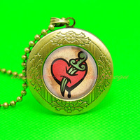 bioshock Infinite posession vigor locket necklace, boyfriend gift, girlfriend gift