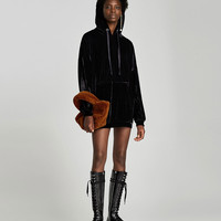 LACE-UP FLAT OVER THE KNEE BOOTS DETAILS