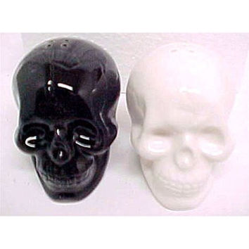 Black & White Ceramic Skull Salt & Pepper Shakers