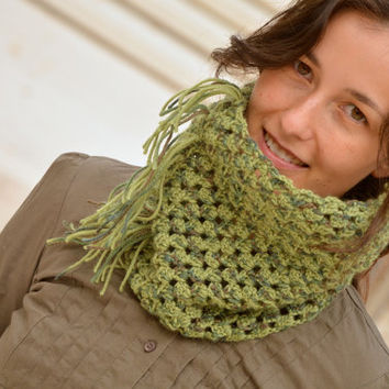 Crochet scarf, fashion green cowl, woman wool scarf, nice infinity scarf, fall crochet cowl, winter knitted scarf, fringe scarf, fringe cowl