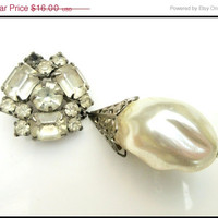Rhinestone Brooch With dangle Faux Barogue Pearl