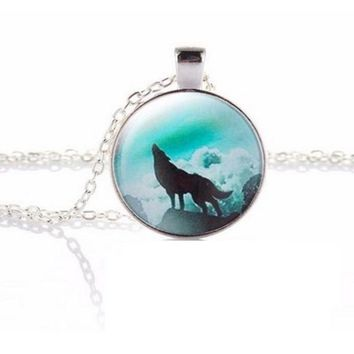 Fashion Wolf Moon Round Glass Pendant Necklace