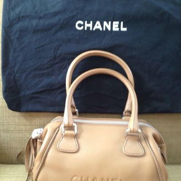 NEW CHANEL BAG HANDBAG BEIGE CAMEL RUNWAY SAC LEATHER CHRISTMAS GIFT UNIQUE