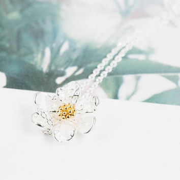 Delicate daisy necklace,jewelry,necklace,charm necklace,flower necklace,white daisy,white necklace,bridesmaid gift,anniversary gift,SNK133