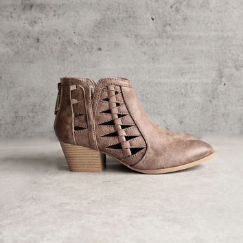 'Alesso' chunky stacked heel cut out bootie - taupe