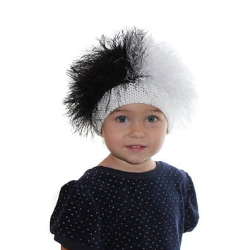 Cruella De Vil / Baby hat /  Beanie Wig  / Children  fuzzy hat  / Baby costume /  Halloween  /  Cruella De Vil costume / Black and white