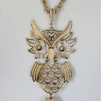 Vintage 70s Owl Necklace / IT'S A Hoot /  Gold Toned Pendant Necklace / Large Figural Costume Jewelry