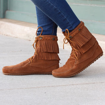 Minnetonka: Double Fringe Tramper Boot {Brown}
