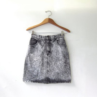 20% OFF SALE / 80s Guess jean skirt. high waisted mini skirt. black acid wash denim skirt.