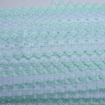Eyelet knitting in lace - white with pale green trim
