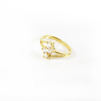 Vintage Rhinestone Ring / Ring Size 6.5 / Affordable Engagement Ring - Bague de Strass.