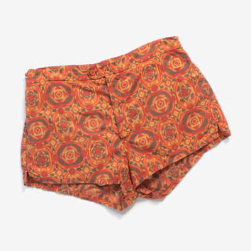 Vintage 60s SWIM TRUNKS / 1960s MEN'S Hawaiian Tribal Print Jantzen Shorts S - M