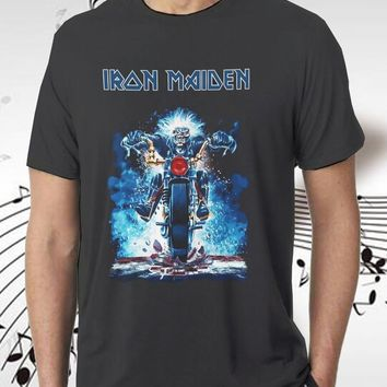 New 1Iron Maiden Skull Raider Cool Retro Design Music Poster T-shirt Top Tee 100% Cotton Short Sleeve O-Neck Tops Tee Shirts