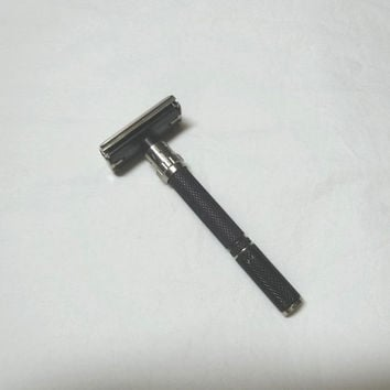 1970s Vintage Gillette Black Beauty Safety Shaving Razor, Grooved Handle, Adjustable Dial, Diamond Arrow Gillette Logo, Vintage Shaving