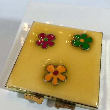 Vintage Enamel Compact Purse Mirror, MOD Bright Colors 60s Powder Case, Yellow Flower Mid Century Vanity Case Mirror, Modernist Hand Mirror