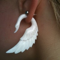 Fake gauge Wing Swan White Bone Fake Gauge Earrings Fancy Craved Feather Cheater - Other