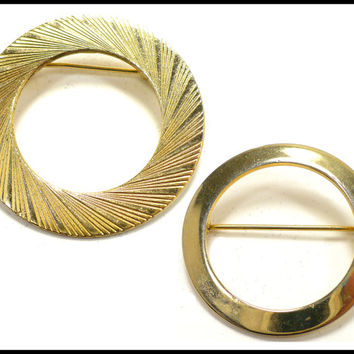 Set of 2 Gold Circle Brooches, Ribbed Gold O Brooch, Small Gold O Brooch, Retro Collar Brooch, Graduation Gift, Mothers Day Gift for Her