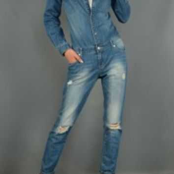 This denim jumpsuit features distress hole front and back pocket, 7 pockets, belt loops, 7 button up and a zipper closure at front, and bleach wash finish.