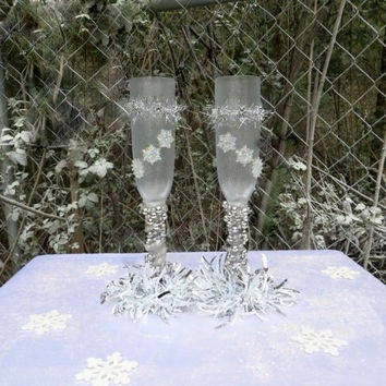 Winter Wedding - Winter Wonderland - Snowflake - Wedding Glasses - Bride And Groom - Toasting Flutes - Wedding Glassware - Wedding Gifts