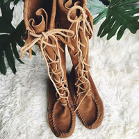 Minnetonka Boots Size 7 Women's Tall Leather Boots, Brown Knee High Lace up Boots, Boho Native American Fringe boots, Minnetonka Moccasins