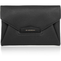 Givenchy - Antigona envelope clutch in black grained leather
