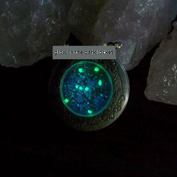 Fluorescent luminous locket necklace galaxy sweater chain necklace pendant locket openable mother & daughter anniversary bridesmaid gift