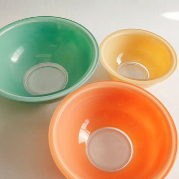 Vintage Pyrex Three Bowl Set, Pastel Mixing Bowls, Clear Glass bottom nesting bowls, Anthropologie, Crate and Barrel