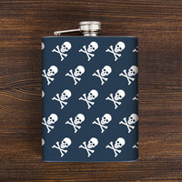 Skull hip flask. Christmas gifts for him. Cute gifts for boyfriend. Whiskey flask. Stainless steel flask. 7 oz