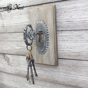 Skeleton key wall decor // Key wall hanging // Gallery Wall Key // skeleton key // whitewashed decor // Farmhouse Decor