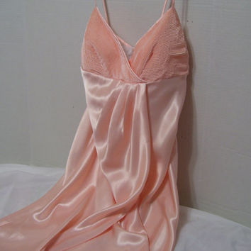 Natori Long  Negligee Nightgown Size Extra Small // Size Small // Size Medium Honeymoon Bridal Quality Peach Satin