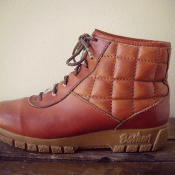 70s leather QUILTED snow boots vintage square pattern thick sole ankle boots hippie boho winter shoes size 11 cherpa lined unisex 1970s boot