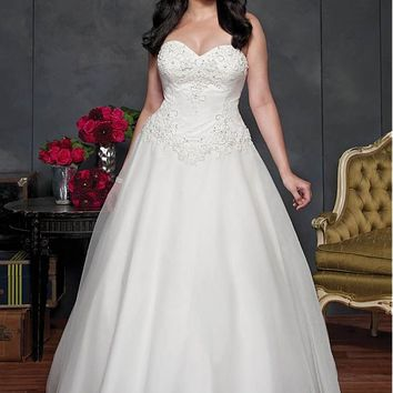 [169.99] Elegant Tulle Sweetheart Neckline Natural Waistline Ball Gown Plus Size Wedding Dress With Beaded Lace Appliques - dressilyme.com