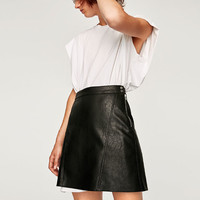 MINI SKIRT WITH SNAP BUTTONS AT WAIST