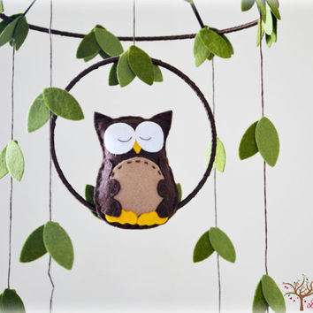 Owl mobile - woodland - Nursery baby mobile - Felt green, brown and yellow owl - Nursery decor - MADE TO ORDER