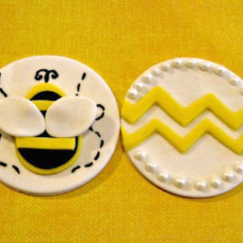 Sweet little Bumble Bees! Perfect for a Birthday Party or whatever! Set of 12 (one dozen)
