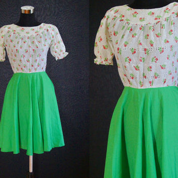 Vintage Dress 70s Green dress white EYELET Lace Floral Dress Fitted Bombshell Dress Pinup Dress Rose print dress COTTON Small