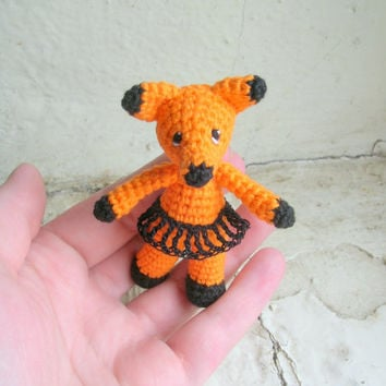 Crochet orange miniature fox, miniature fox amigurumi, miniature doll, orange forest animal, collectible animal, forest animal toy