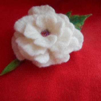 Felt flower brooch,white felt brooch flower,poppy felt flower,white flower, corsage, felt jewelry,women accessories,hair clip, felt flowers