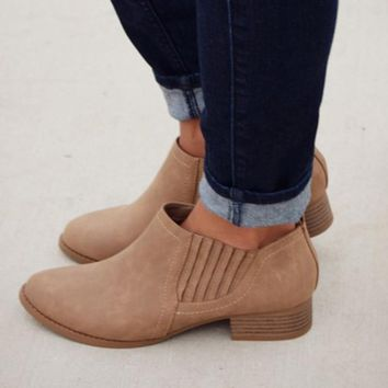 Shallow mouth flat shoes