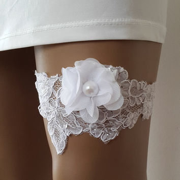 garter, toss garters, white,   lace,    wedding garters,    bridal accessores,   garter suspander,    free shipping!