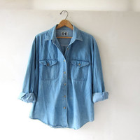 STOREWIDE SALE...vintage light wash denim jean shirt. button down shirt. oversized denim shirt