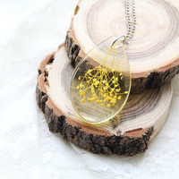 Transparent Botanical Resin Drop Necklace, Terrarium Flower Pendant, Yellow Preserved  in Resin Flower Necklace, Nature Pendant with Flowers