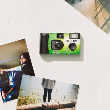 Fujifilm Fujicolor QuickSnap Flash 400 35MM Disposable Camera | Urban Outfitters