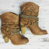 SWANKY BOOTIES IN TAN