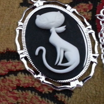 Cat,Retro cat,  Cat cameo, Cat necklace, cat necklace, ready to ship, gifts for her, cat jewelry, retro,Silver cat necklace, crazy cat lady