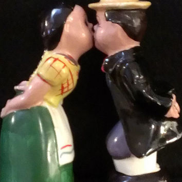 Boy and Girl Kissing Salt and Pepper Shakers Made in Japan (295)