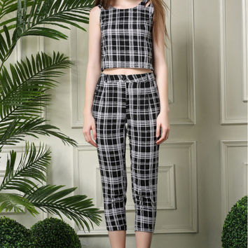 Black and White Plaid Print Sleeveless Blouse with Plaid Pants